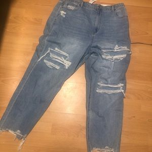 American eagle ripped mom jeans (Size 20)